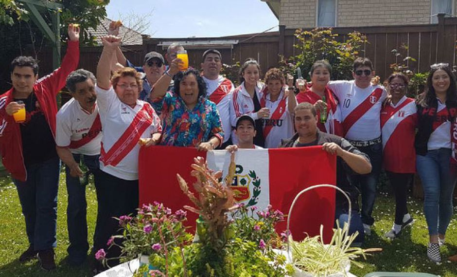 Grupo de peruanos en Auckland, Nueva Zelanda (Ruth Tizon de Qureshi)