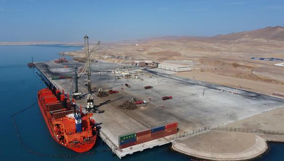 La construcción del muelle tiene un frente de 700 metros de largo, cuyo fondo se ha ampliado de 20 a 39.5 metros para tener mayor espacio de operaciones.