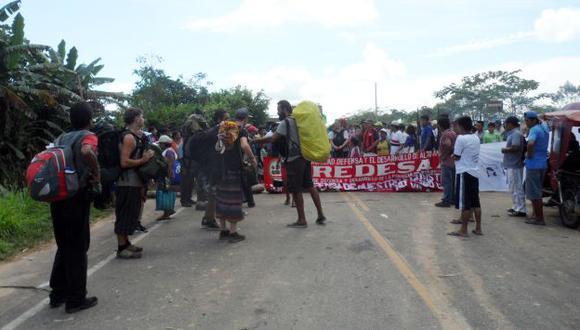 Vía cerrada. La carretera Tarapoto-Yurimaguas fue bloqueada por piquetes de huelguistas. (Marcelino Aguilar)