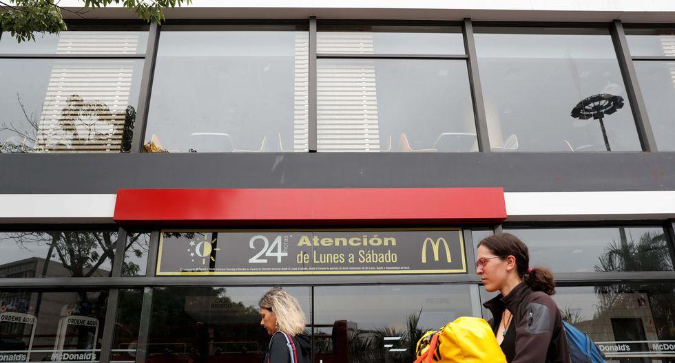 Sigue sin actividad el restaurante McDonald's del Óvalo de Miraflores. (Foto: EFE)