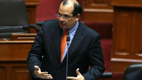 Luis Castilla entregó cifras al Pleno del Congreso. (Andina)