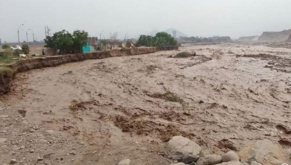Desborde del río Chillón deja cuatro pueblos aislados y afecta a avícolas. (Andina)
