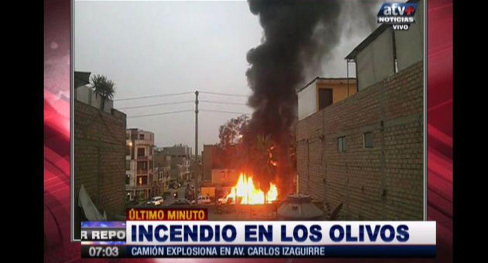 Los Olivos: Grúa se incendió en Avenida Carlos Izaguirre. (ATV/Captura)