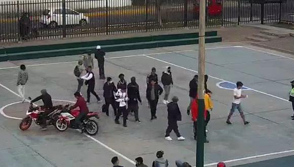 La intervención se hizo luego que las cámaras de seguridad del Centro de Control de Operaciones de Surco captaron al principio a un numeroso grupo de bailarines reunido. (Municipalidad de Surco)