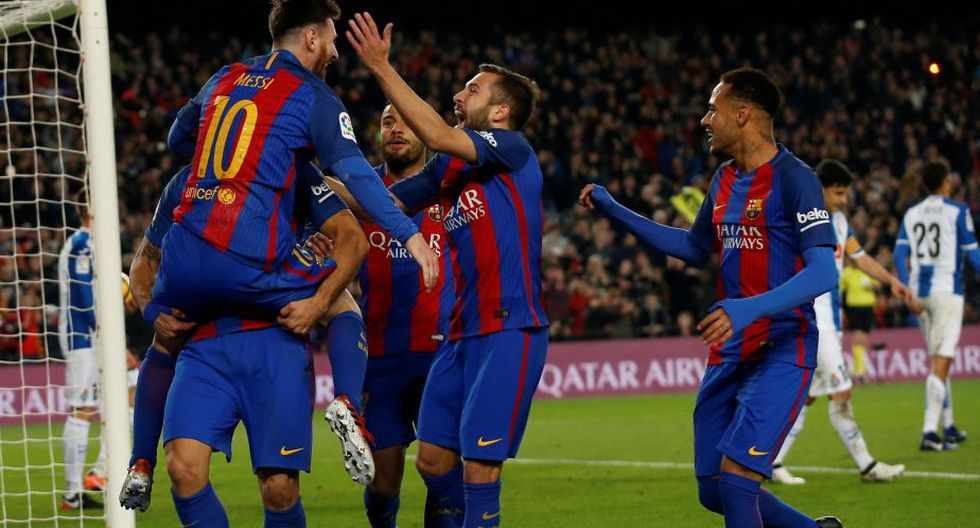 Barcelona goleó 4-1 al Espanyol con doblete de Luis Suárez y se acerca al Real Madrid. (Reuters)