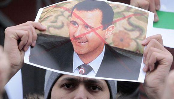 Los miles de manifestantes creen que la misión de observadores no logrará frenar la represión. (Reuters)