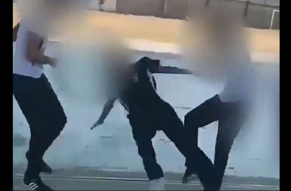 Reto viral 'Rompe cráneos' dejó una víctima en Ecuador. (Captura/Video)