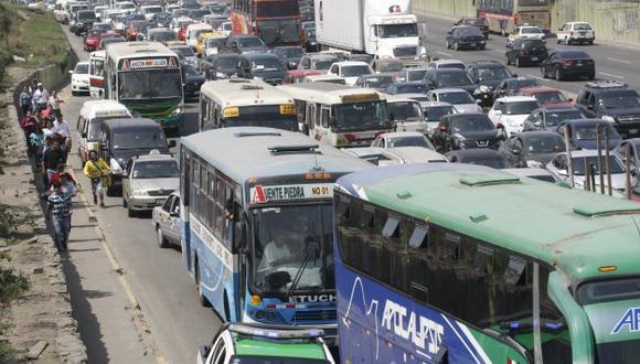 Empresas de transporte tendrán que regularizar sus licencias de ruta. (Trome)