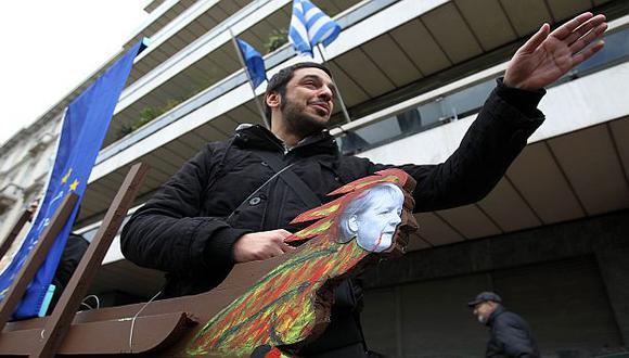 Un desempleado protesta en la calles de Atenas. (AP)
