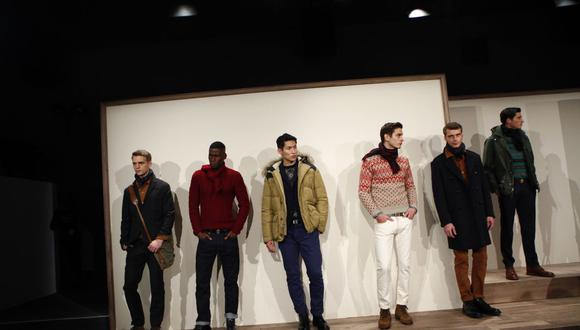 Models present designs from J Crew during the Mercedes Benz Fashion Week Fall 2013 collections February 12, 2013 in New York. AFP PHOTO/Eric Thayer (Photo by Eric Thayer / AFP)