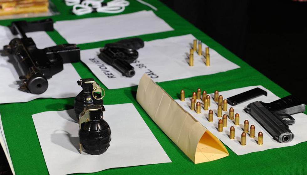 Granadas, pistolas y cartuchos de dinamita estaban enterrados en Jicamarca. (Difusión)