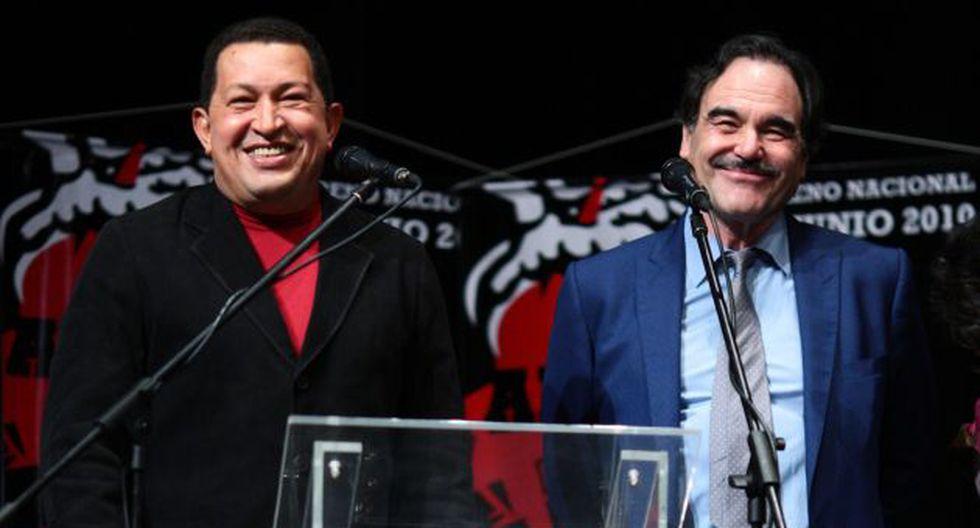 En 2010, Stone presentó su documental 'Al sur de la frontera' en Caracas junto a Chávez. (AFP)