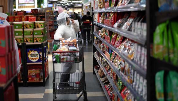 Una tendencia que se observa es que el consumidor peruano sea más meticuloso a la hora de comprar, debido a que hay una mayor conciencia sobre el ahorro. (Foto referencial: AFP)