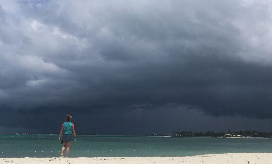 La depresión tropical se mueve rápidamente hacia el oeste-noroeste y se espera que se convierta en la tormenta tropical Imelda este mismo martes. Foto referencial. (Foto: AFP)