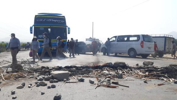 Manifestantes bloquean carretera en Virú.