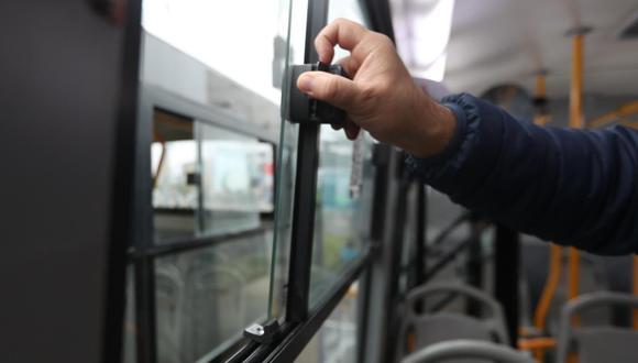 Instalan topes en ventanas de buses para garantizar la ventilación. (Foto: ATU)