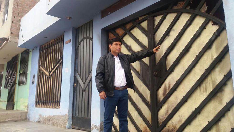 Desconocidos lanzaron una bomba molotov al portón de la casa del candidato a la alcaldía de Huanchaco por APP, Efraín Bueno.
