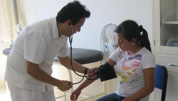 MEJORA SALARIAL. Nombrarán a 25% de profesionales médicos. (Johnny Obregón)