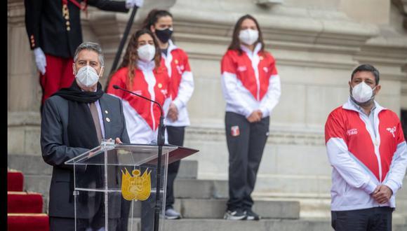 Presidente Francisco Sagasti entregó bandera peruana a delegación que irá a Tokio 2020. (Foto: IPD / Presidencia del Perú)