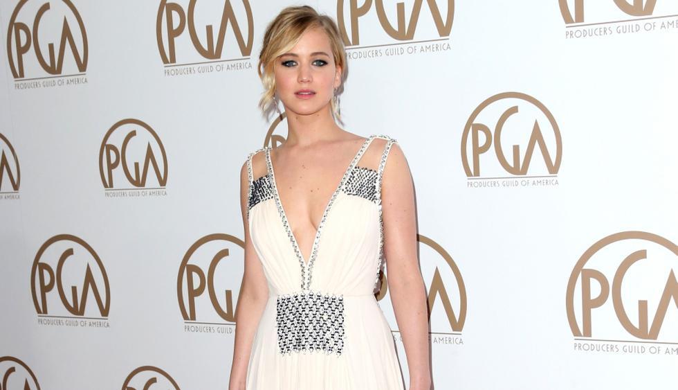 Jennifer Lawrence lució sexy escote en los Producers Guild Awards. (AFP)