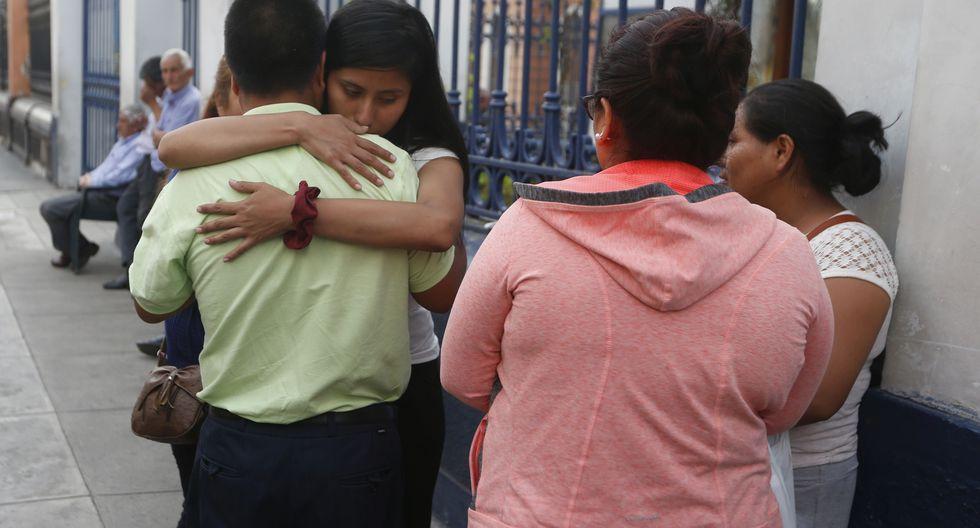 NO LOS ESCUCHARON. Los padres del pequeño lo reconocieron ayer en la Morgue de Lima (Mario Zapata).
