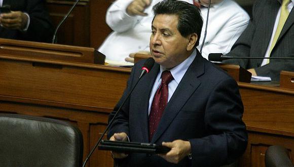 Congresista León aclara. (Alberto Orbergoso)