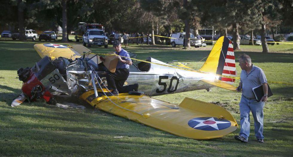 El avión accidentado seguía el viernes sobre el hoyo en el que impactó. (Reuters)