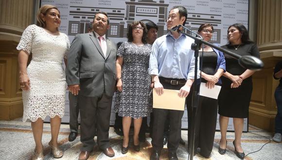 Diez legisladores de Fuerza Popular renunciaron el 31 de enero. Dos más se unirían semanas después. (Perú21)