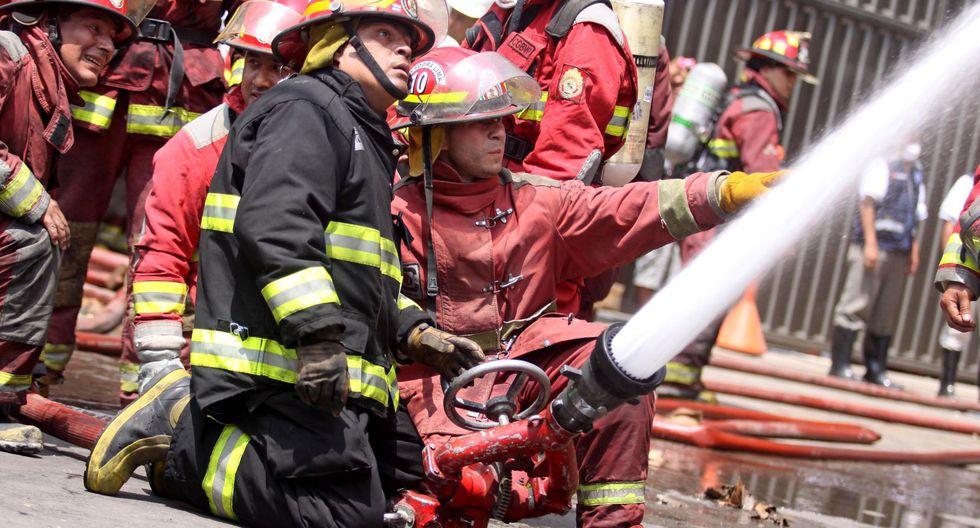 El Reglamento de la Ley, que busca ayudar a los deudos de los bomberos que dieron su vida en servicio (Foto: Andina)