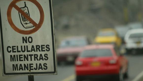 No solo los choferes son responsables de esta mala costumbre. Los pasajeros deberían protestar frente a este hecho. (USI)