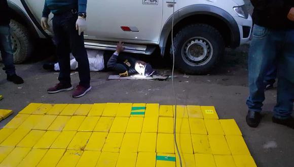 En compartimientos secretos, creados debajo de los asientos y del tablero de una camioneta, estaba camuflado lo 193 paquetes de alcaloide de cocaína. (PNP)
