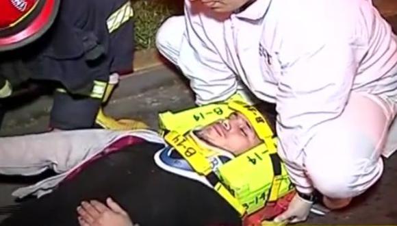 Los bomberos se acercaron de inmediato al lugar de los hechos y auxiliaron a la víctima.