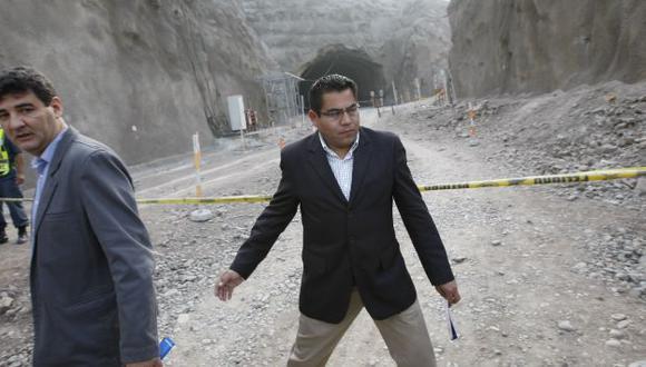 LE CORTAN LA CABEZA. A un mes de la revocatoria, alcaldesa destituyó a su hombre de confianza. (Luis Gonzáles)