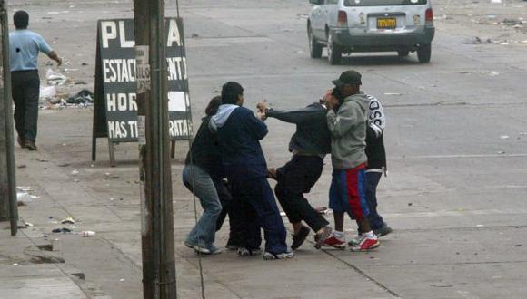 TIERRA DE NADIE. Pese a que la delincuencia campea en las calles de Lima, ahora hay menos policías. (USI)