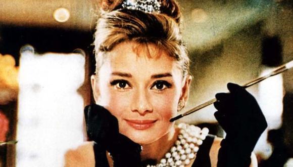 En 1961, después del estreno de la afamada cinta Desayuno en Tiffany's (o Desayuno con Diamantes), solicitó que le hicieran un bolso Speedy de Luis Vuiton. (AP Photo/Christie's, Ronald Grant Archive)