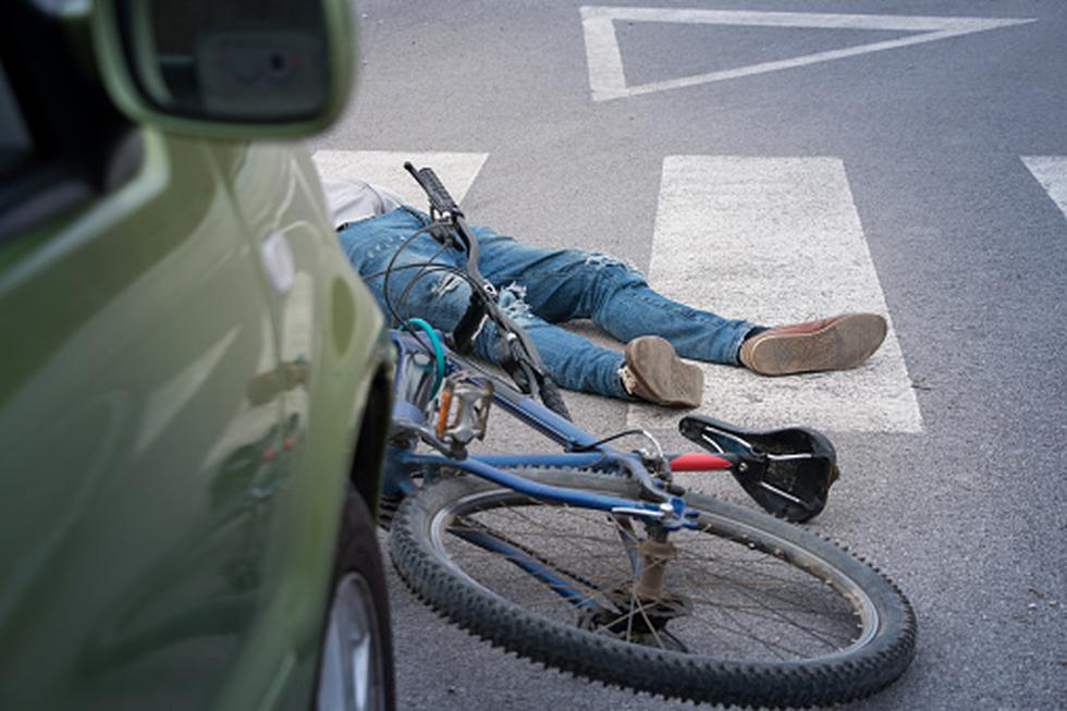 Chofer ebrio arrolla a 3 personas