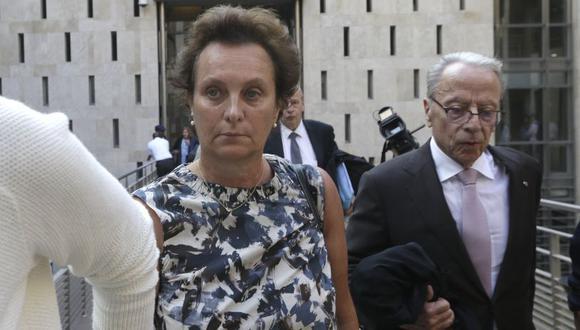 La hija de Hélène Pastor, que no pudo contener las lágrimas durante su testimonio, habló sobre la confesión de su pareja más de un mes después de los hechos. | Foto: AP