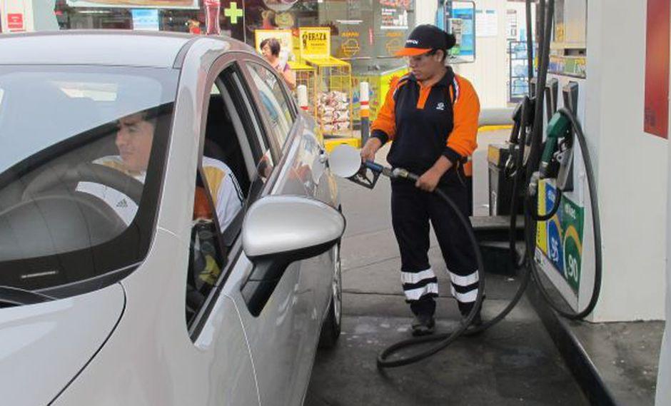 ¿El precio de los combustibles en Perú refleja la caída del crudo? (Perú21)