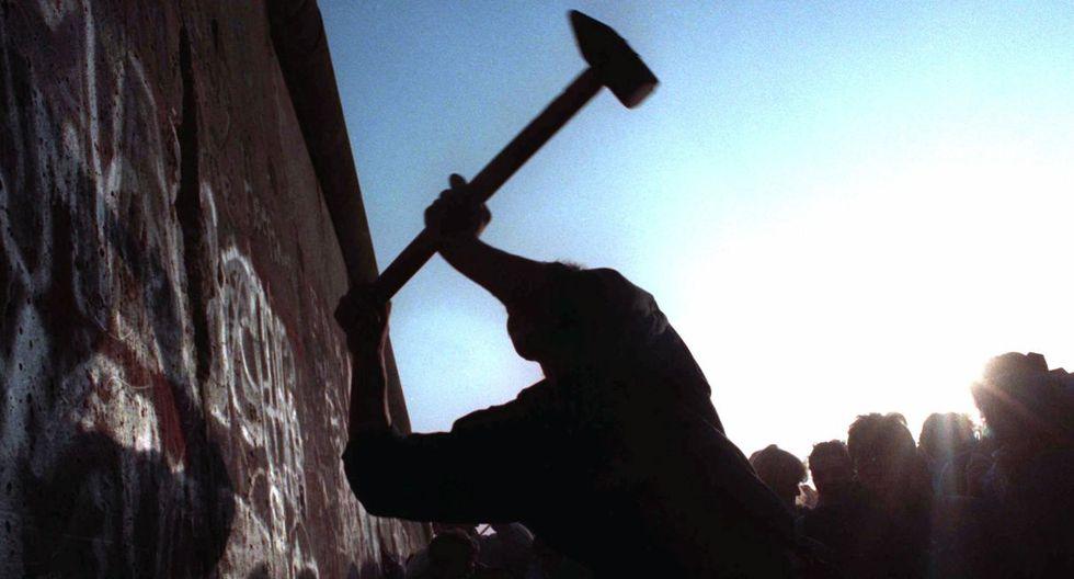"""La caída del Muro de Berlín en 1989 auguraba el """"fin de la historia"""" y la llegada de un mundo sin fronteras. (Foto: AP)"""