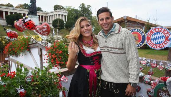 DÍAS FELICES. Claudio feliz al lado de su esposa Karla. (Difusión)
