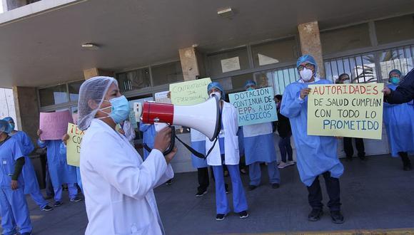 Médicos del Honorio Delgado Espinoza protestaron por la falta de los EPP. (Foto: GEC)