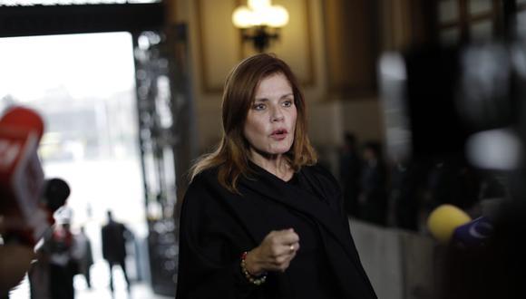 """Mercedes Araoz destacó que pese a no estar de acuerdo con la medida tomada por el Ejecutivo, se ha optado por una """"salida constitucional"""". (Foto: GEC / Video: América TV)"""