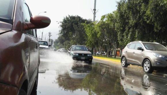 La Molina: Tubería rota causó aniego y perjudicó a varias viviendas. (Andina)