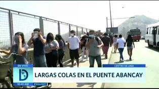 Largas colas para las votaciones en los exteriores del Parque de la Muralla
