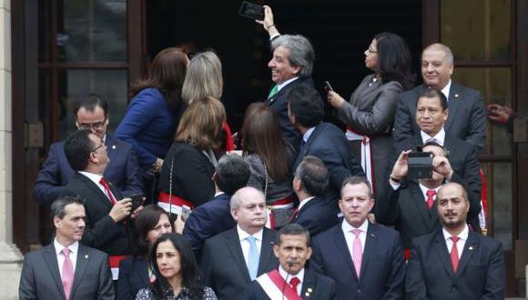 Clic. Ministros se tomaron selfie mientras Ollanta Humala daba discurso. (Rafael Cornejo)