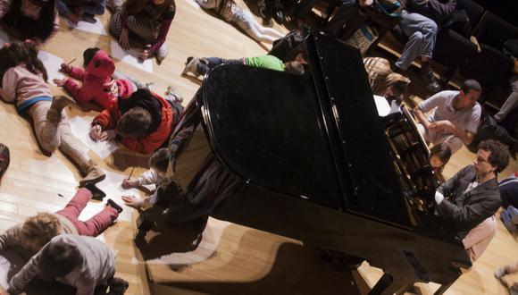 En la segunda parte del show, se otorgan materiales a los niños para que dibujen sus propias obras. (Difusión)