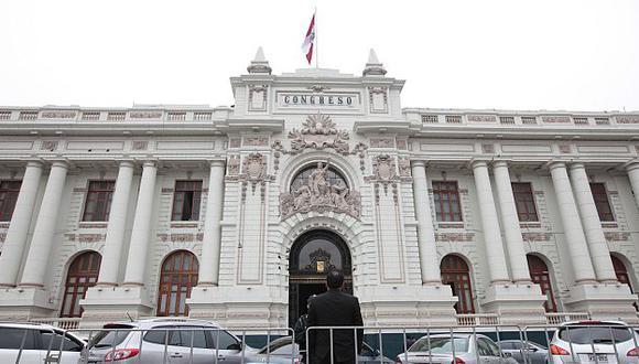 Un nuevo escándalo se desató en el Congreso a raíz del programa impulsado por Abugattás.  (Perú21)