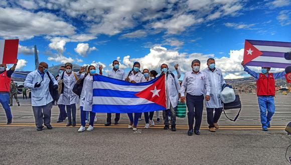 Médicos cubanos llegaron a Ayacucho en donde la pandemia no colapsó el sistema hospitalario. (Foto: GRA)