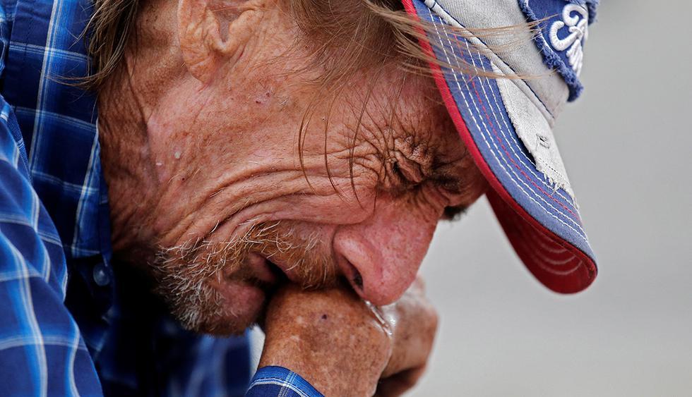 Los tiroteos en EE.UU. generan graves problemas de estrés en su población. En la imagen, Antonio Basco llora por la muerte de su esposa, Margie Reckard, víctima del tiroteo en El Paso. (Foto: EFE)