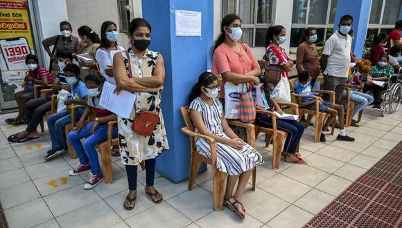 Sarah Gilbert, desarrollado de la vacuna AstraZeneca, señaló que los virus se vuelven más débiles cuando circulan más.   (Foto: ISHARA S. KODIKARA / AFP)